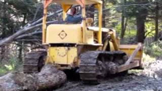 Allis-Chalmers HD9 Crawler with Detroit Diesel pulling logs