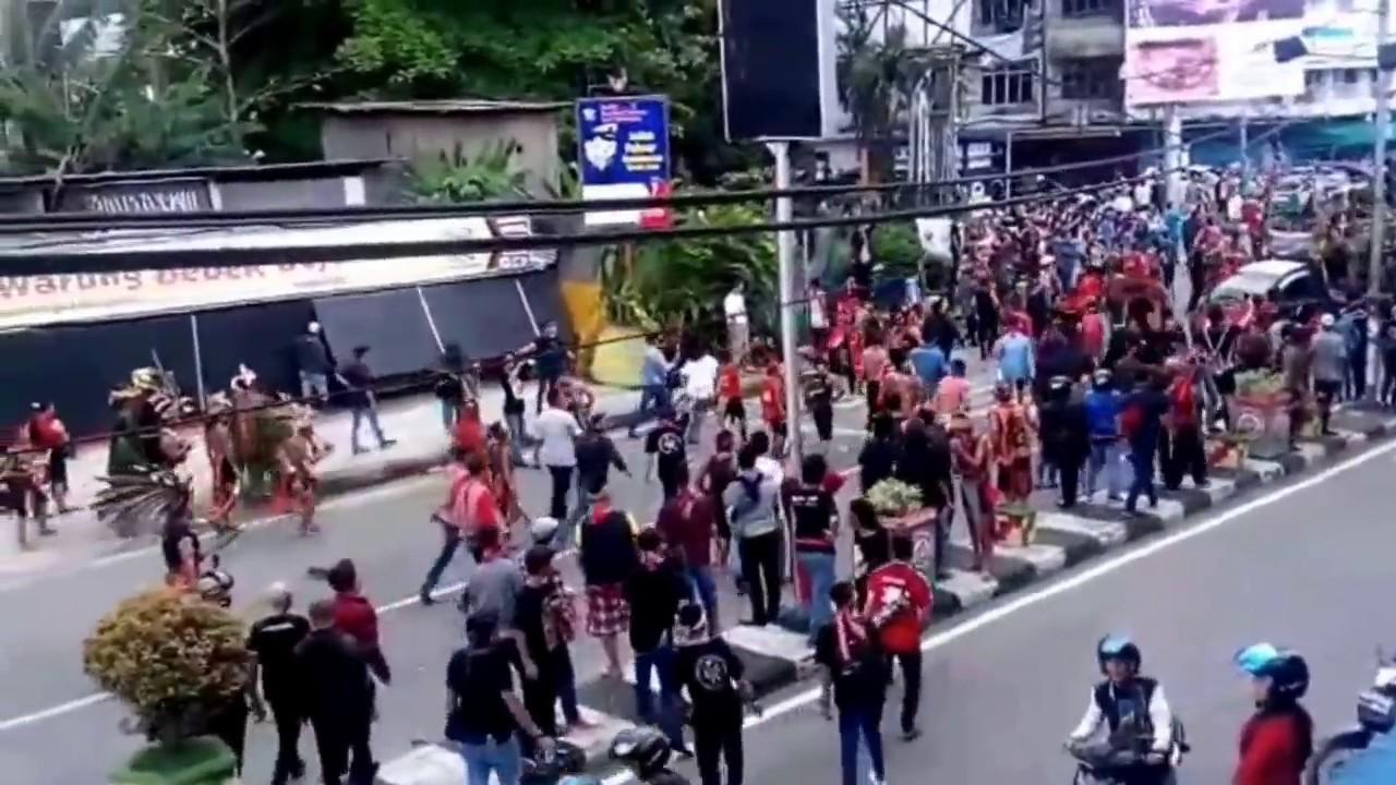 demo massa dan keributan di pontianak 20 mei 2017 youtube rh youtube com