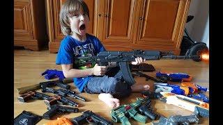 Моя колекція дитячого зброї (АК - 74, бластери від Nerf, пістолети, сюрікени, кинджали)