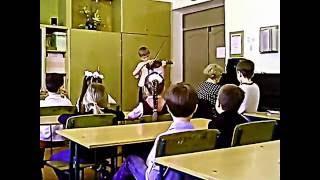 Менуэт, исполняет Егор Волков ученик ДМШ 1 города Днепропетровска(Концерт в Мариинской гимназии г. Днепропетровска для учеников начальных классов от учеников старейшей..., 2016-05-18T13:06:34.000Z)