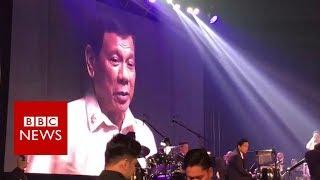 Philippines President Duterte sings duet