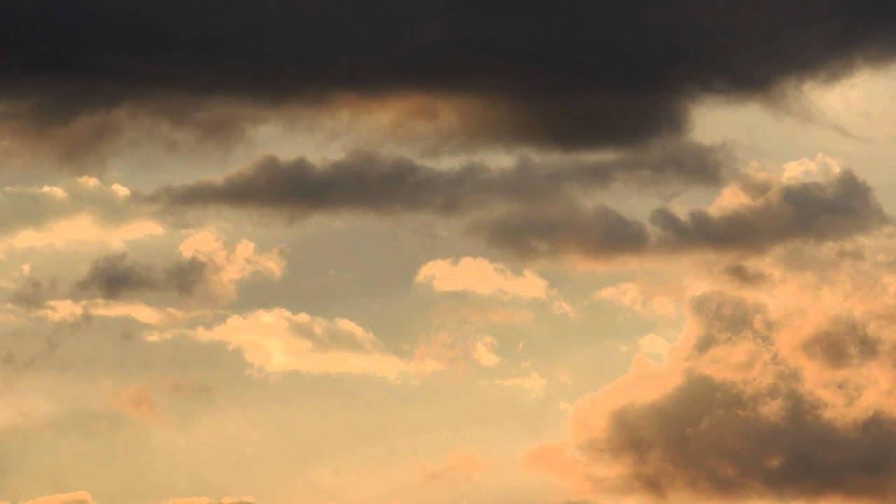 3325 nubes naranjas y oscuras en cielo atardecer raw for Paisajes para una pared