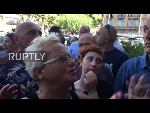 Italy: Ventimiglia mayor shouted down by protesters against new refugee centre