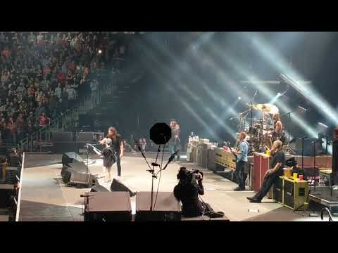 Kid crushes Enter Sandman with The Foo Fighters and gets Dave Grohls guitar!