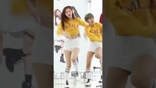 180121 모모랜드MOMOLAND 뿜뿜 BBOOM BBOOM 연우 직캠 Yeonwoo Focus 타임스퀘어 팬사인회 4K 직캠 By 비몽