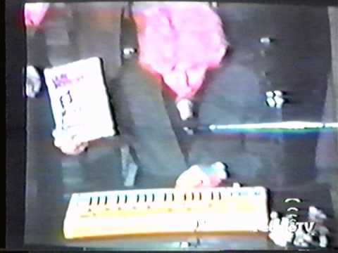 Laurie Anderson's EZ Method to Performance Art