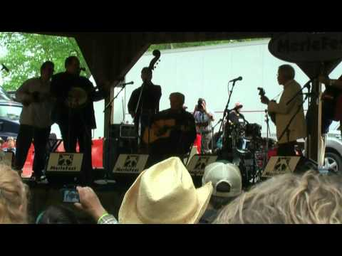 Doc Watson and the Nashville Bluegrass Band - Paul and Silas