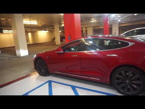 Tesla Showroom in Los Angeles - Autonom ausparken
