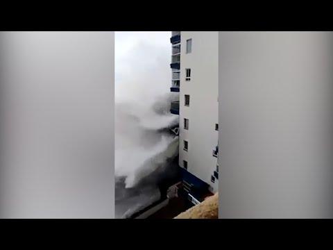 Unwetter auf den Kanaren: Riesenwelle reißt Balkone ab