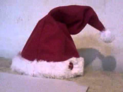 Ce bonnet de Noël chante et danse !