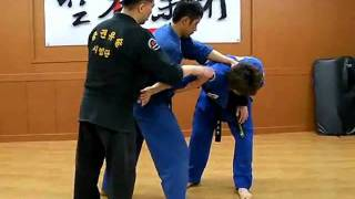 "(86)How to do a  by  turning flying arm bar ""Gongkwon Yusul"" (Korean Martial Arts)"