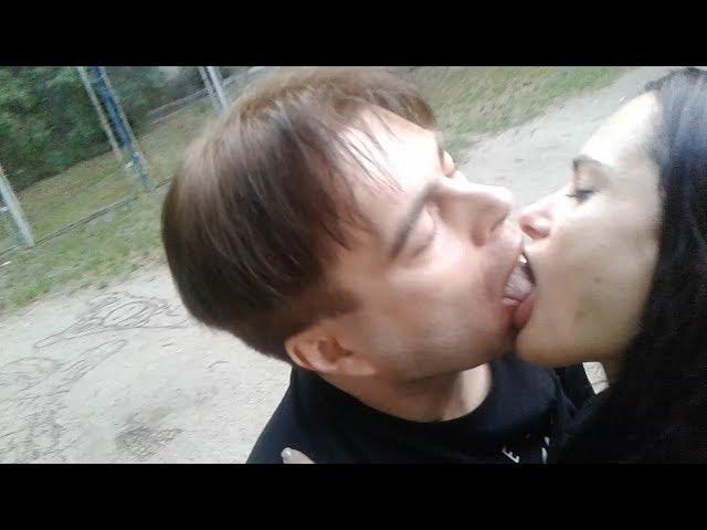 Alex Angel - Знакомство с девушкой на спортивной площадке. Поцелуй в губы взасос с языком