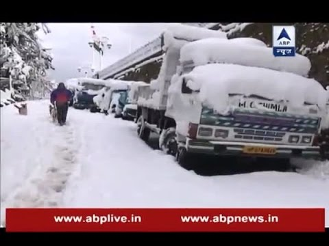 Heavy snowfall disrupts electricity supply in Kashmir valley