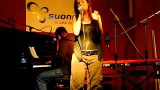 Lontano da tutto - Serena Abrami live