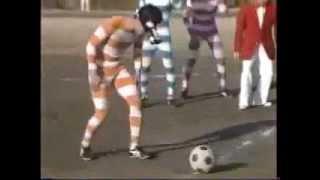 Китайцы. Футбол в биноклях.