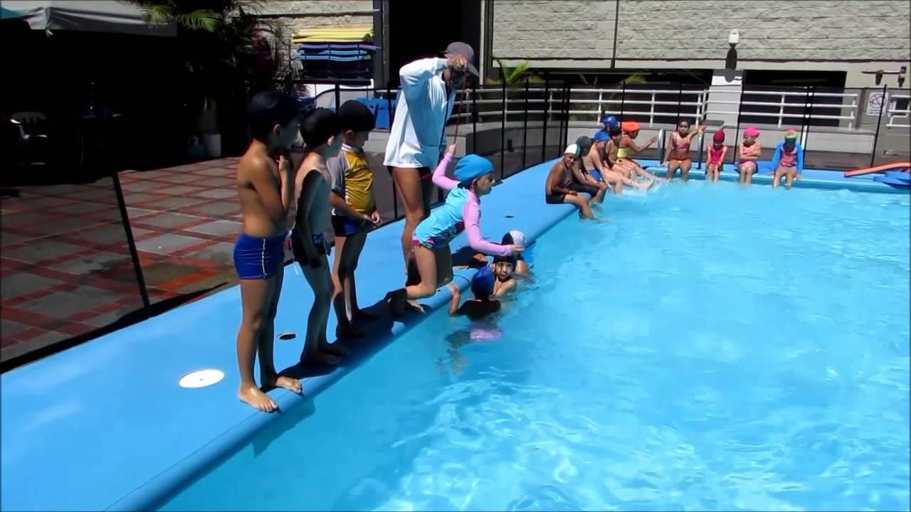 Cursos de nataci n para ni os youtube for Clases de piscina para bebes