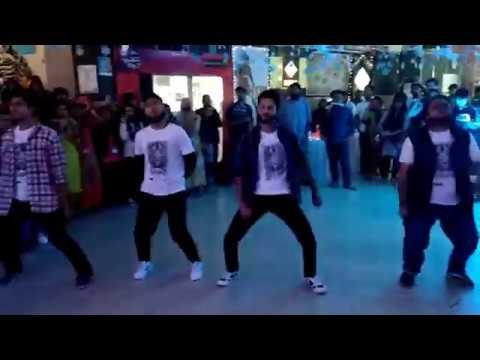 Flash Mob by BRAC University Drama &Theatre Forum on Club Miniver Spring'18