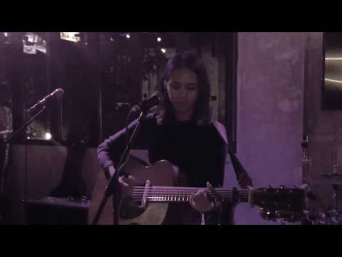 Parallel Universe - Clara Benin (Live)
