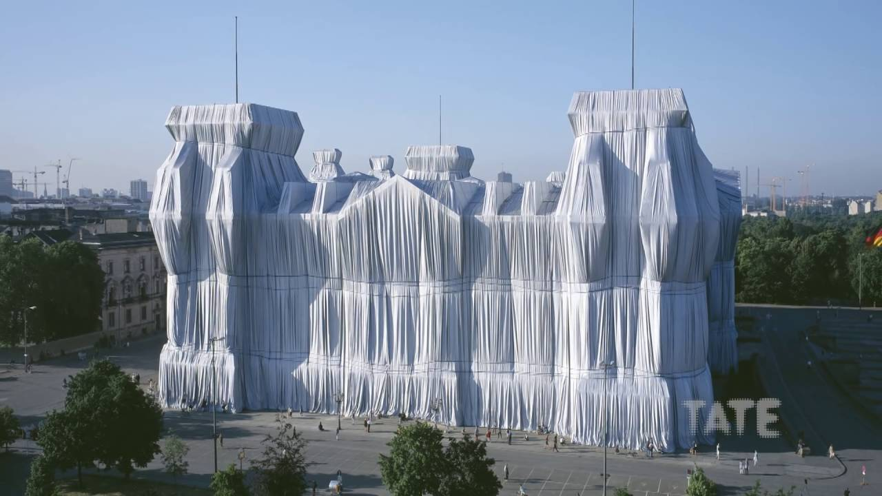 Christo and Jeanne-Claude Wrap Up the Reichstag | Lost Art - YouTube