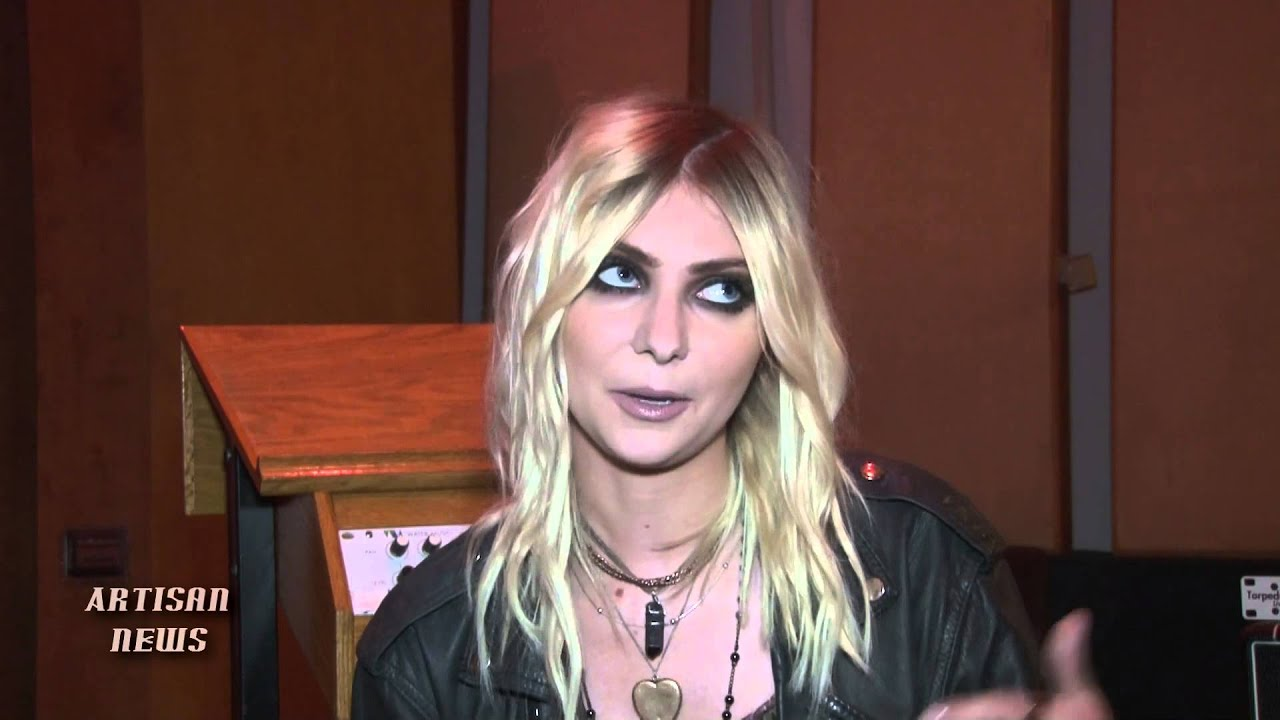 TAYLOR MOMSEN, PRETTY RECKLESS, TALKS NAKED TOUR TROUBLE, OPENING FOR ... тейлор момсен