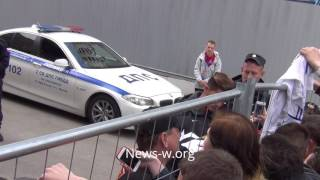 André Silva signs stuff for fans in Moscow 22.06.2017