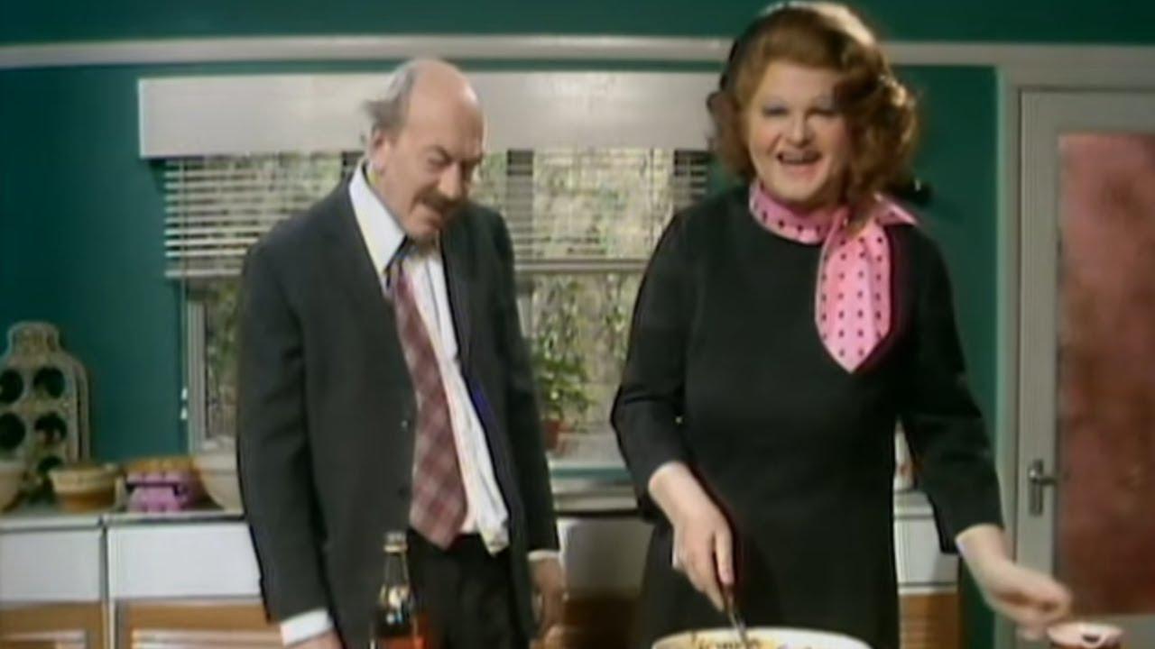 Benny Hill - Une nouvelle recette de Fanny et Johnny Kraddock