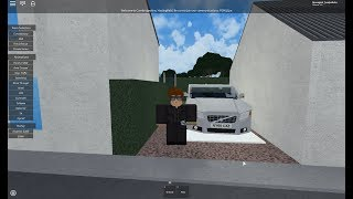 Volvo V40 roblox reveiw! (fast driving and no licence!)