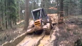 renault-praca w lesie