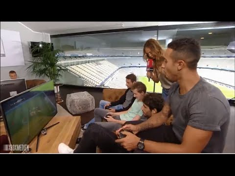 Bayern Munich Players play FIFA 17 Allianz Arena