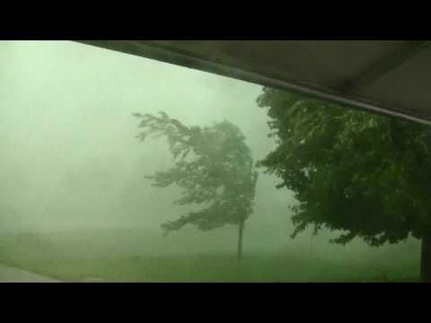 South Dakota Thunderstorm with 80mph+ wind gusts [Nature at it's worst]