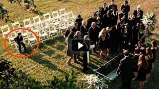 Este Chico Esta Viendo Su Celular En Un Funeral… Cuando Sepas Porqué Te Vas A Sentir Muy Afortunado