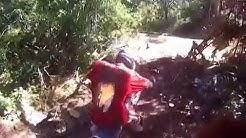 motociclistas pegam casal transando no meio do mato kkkkkkkkk