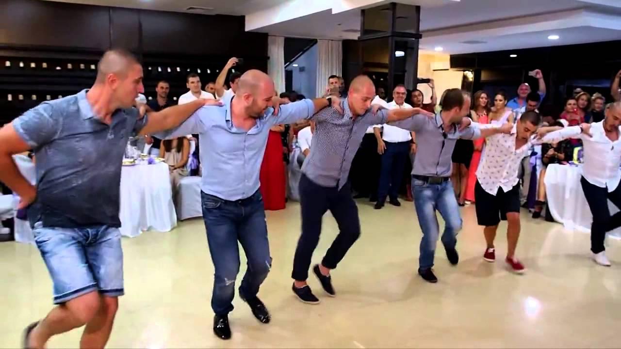 Страхотен мъжки шопски танц на сватба във Враца събра милиони прегледа само за няколко дни!