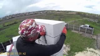 Кладка стен из пеноблока (газоблока) на клей(Видео о том, как віполнить кладкуу пеноблоков (газоблока) своими руками. Технология укладки газоблоков..., 2016-09-06T18:54:56.000Z)
