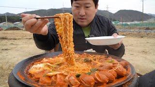 햄 가득~ 솥뚜껑 부대찌개! (Budae-jjigae, sausage stew) 요리&먹방!! - Mukbang eating show