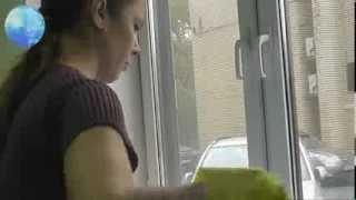 Мойка окон в офисе, квартире(Мойка окон в большом городе - это необходимость. Сажа, пыль, грязь, все это оседает на остеклении. Так что..., 2013-10-21T18:49:22.000Z)