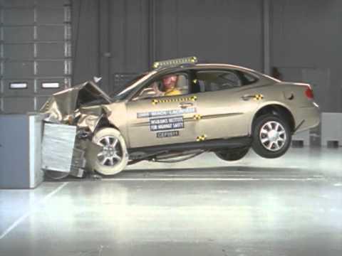 2005 Buick LaCrosse moderate overlap test