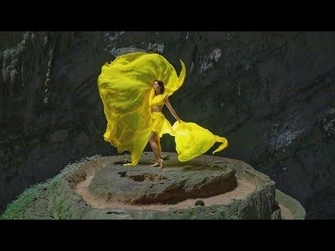 Loạt ảnh ấn tượng của hoa hậu H'Hen Niê ở hang Sơn Đoòng