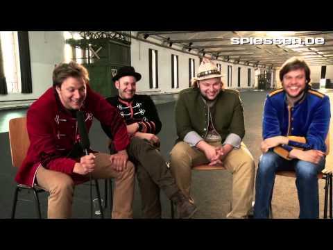 Video-Interview mit 77 Bombay Street