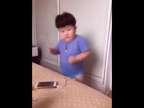 Petit chinois qui danse 😀😀