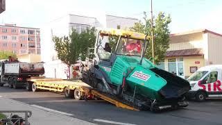 Gambar cover MAN TGA 33.410 is loading the VÖGELE Finisher - Heavy transport - nadměrný náklad - Schwertransport