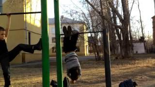 #03 видео урок как сделать трюк под названием 5  элемент на турнике(, 2015-04-26T13:57:22.000Z)