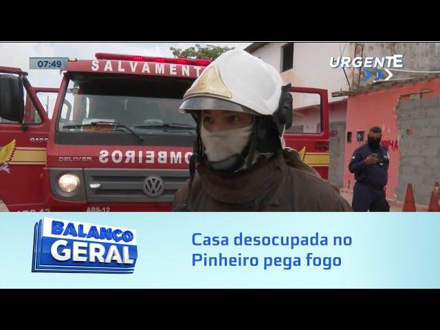 Casa desocupada no Pinheiro pega fogo