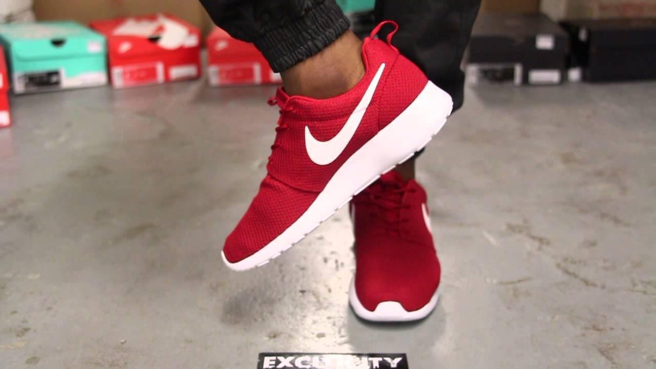Nike Roshe Rouge Sur Les Pieds