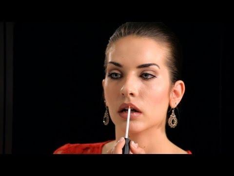 How to Create Full Lips - Makeup Tricks - 동영상