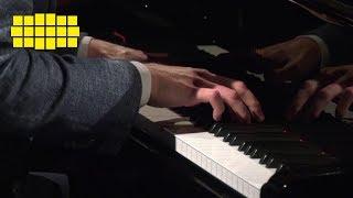Víkingur Ólafsson – Prelude in E minor, BWV 855a – Bach | Yellow Lounge