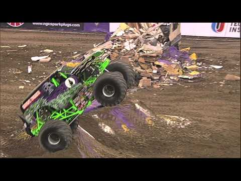 Grave Digger Freestyle - Monster Jam Indianapolis January 2014