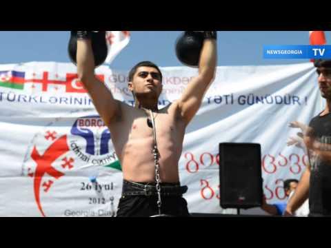 Видео: Этибар Элчиев и Абдул Гусейнов показали рекорды по поднятию тяжестей