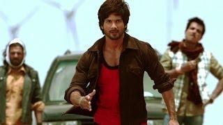 Repeat youtube video Shahid gets Violent in public - R... Rajkumar