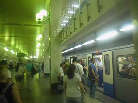 Часы-пик на транспорте: метро Бульвар Дмитрия Донского